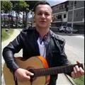 Soy un apasionado por la música y la guitarra, además de esto, me encanta enseñar a los demás. siempre he creído que enseñar a los demás algo nuevo es el mejor regalo para la vida