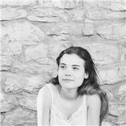 je suis étudiante en M1 de Littérature et langue française et j'aime beaucoup l'écriture et surtout ce qu'elle apporte à l'esprit humain