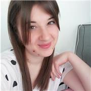 Je suis italienne native. J'aime l'étude des langue étrangère. Je parle couramment le français et l'anglais aussi. Je suis étudiante de langues et Cultures Étrangères. Je serai ravie de vous suivre dans l'apprentissage de la langue italienne. Je vous atte