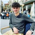 Profesor de castellano, preveniente de rumania y desde los 8 años aqui