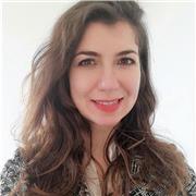 Professeur d'italien native qui donne des cours particuliers en ligne à des apprenants de tout âge
