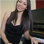 Professeur brésilienne de piano avec 10 ans d'expérience, pour tous niveaux et tous âges. Cours possibles en français et portugais. À Con et alentours