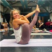 Cours de vinyasa, hatha et ashtanga yoga pour tous niveaux