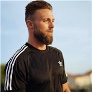 Salut à tous ! Je m'appelle Maxime et je suis Coach Sportif ainsi que préparateur physique et serait ravi de vous accompagner en ligne 😁
