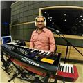 Profesor de música dicta clases de piano y batería para todas las edades