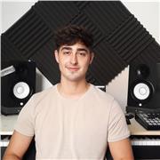 Auteur / Compositeur et Pianiste avec 18 ans d'expérience donne cours de piano en ligne