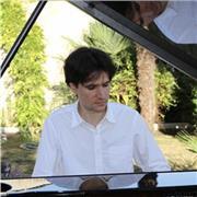 Cours de piano , tous niveaux . Pianiste classique , concertiste , diplômé du conservatoire donne cours de piano particuliers pour enfant et adultes