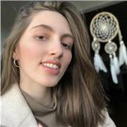 Professeure d'anglais, offre des cours en ligne via webcam (éventuellement à domicile) pour des élèves jusqu'au lycée ou des adultes débutants dans la langue