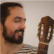 Musicien professionnel donne cours de guitare