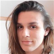 Étudiant en communication donnant des cours pour rediriger l'attention à Lyon