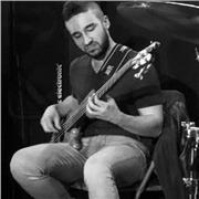 Professeur de musique offre des cours de basse (tous les styles de musique) et de solfège